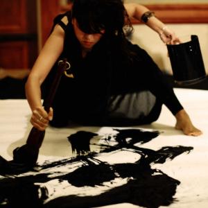 Calligraphie japonaise de performance, peinture géantes en musique