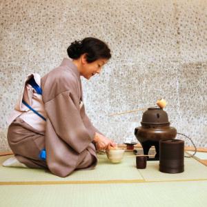 Cérémonie du thé et son influence sur la calligraphie japonaise