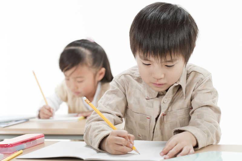 L'apprentissage des kanji est obligatoire dans les écoles japonaises
