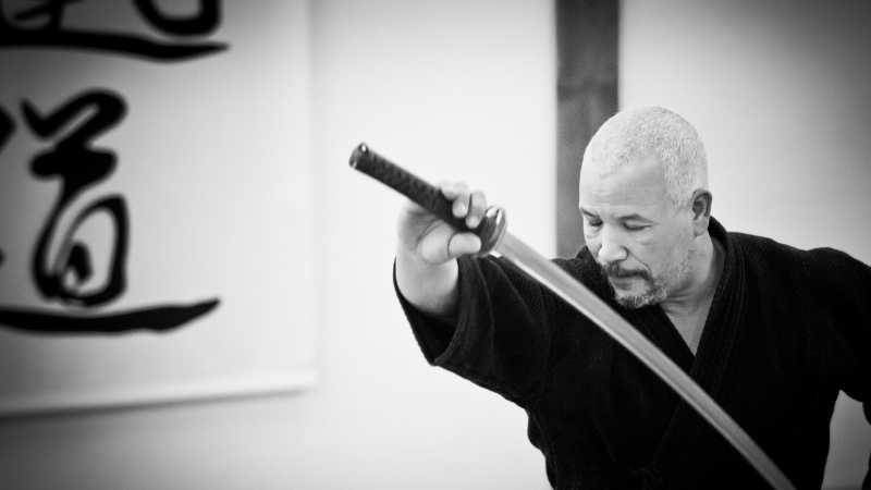 Comme la calligraphie, les arts martiaux demandent une maitrise de soi