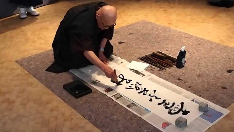 Le calligraphe doit atteindre un état médidatif pour brosser de beaux kanji