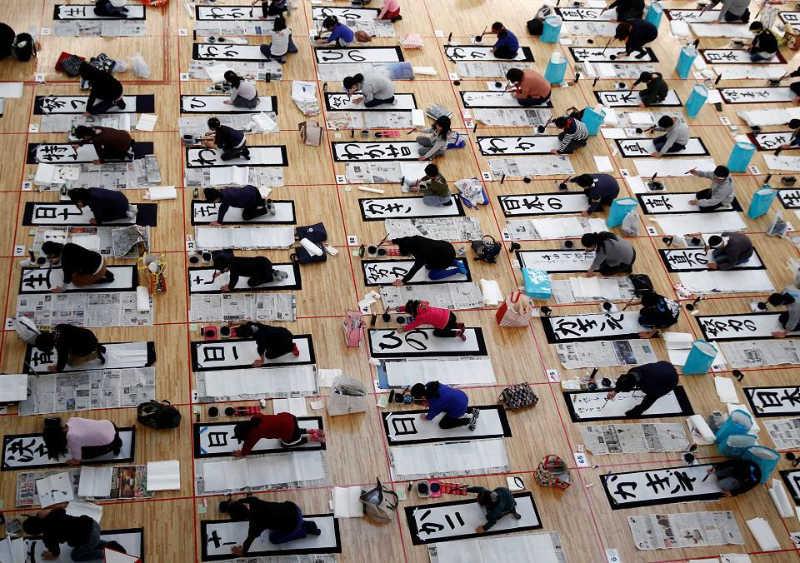 Chaque année, des milliers de calligraphes se rassemblent pour le Kakizome
